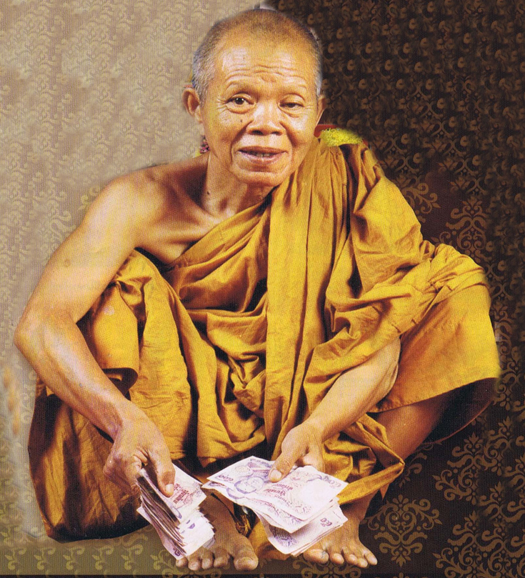 One of the most popular monks with an ability to create sacred amulets is Luang Phor Koon of Wat Ban Rai, who became a headline in the media recently following that he passed away at the age of 91.