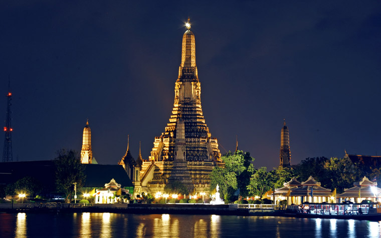Wat Arun (Temple of Dawn) Bangkok, Thailand